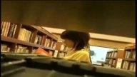 大人しそうなお姉さんが図書館で知らない男にオチンポ咥えさせられる
