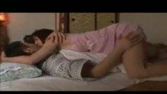 h3息子の彼女が横で寝てるのに息子に逆夜這いをするスケベな淫乱ママ!/h3